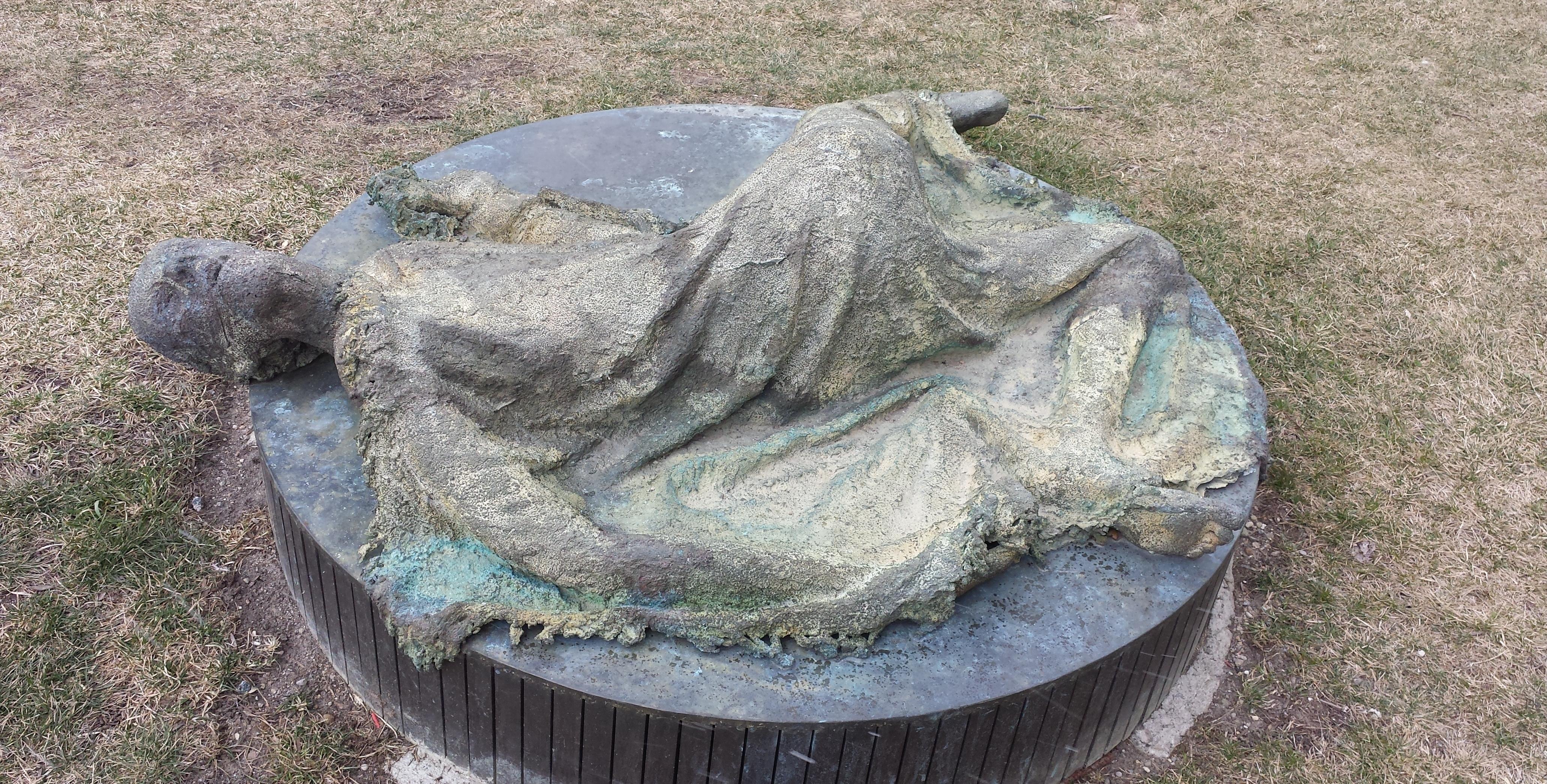 Statue in Ireland Park