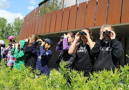 students on field trip to Tommy Thompson Park