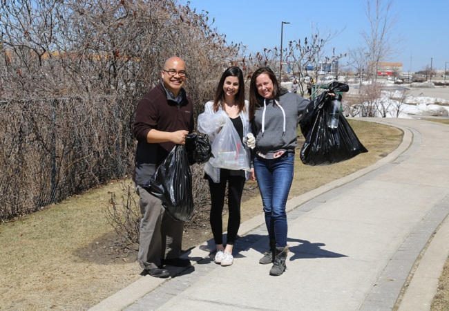 TRCA staff at litter clean-up event