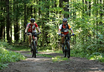 mountain bikers on trail at Albion Hills Conservation Park