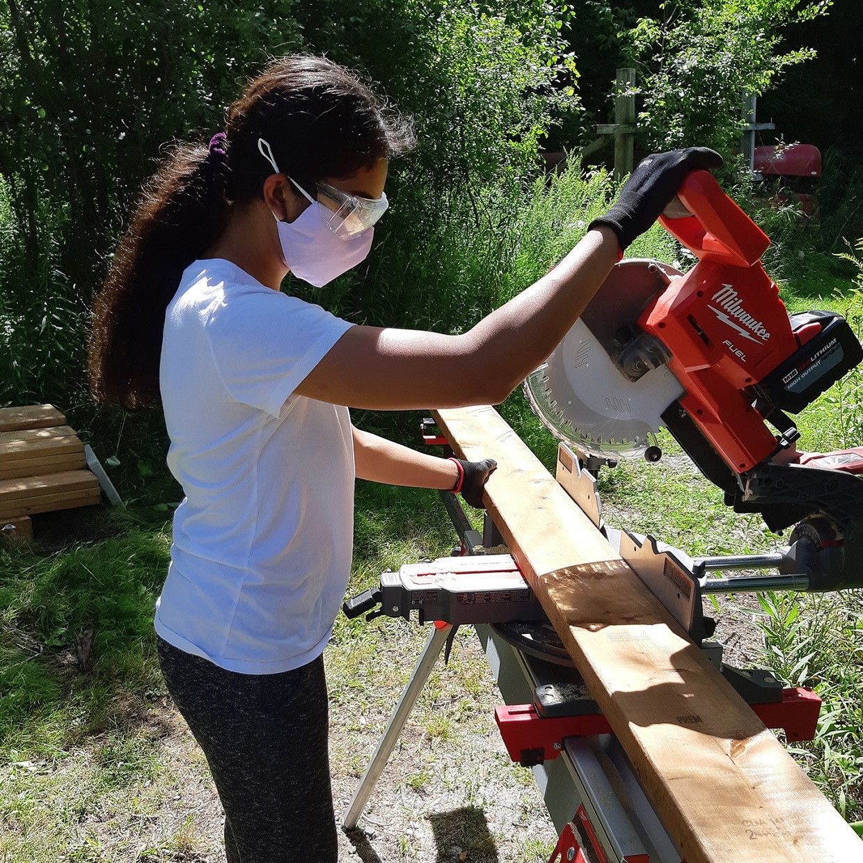 Participant in TRCA Girls Can Too program learns to use circular saw